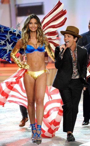 Bruno Mars, Lily Aldridge, Victoria's Secret Fashion Show